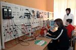 Занятия в лаборатории электроэнергетического факультета